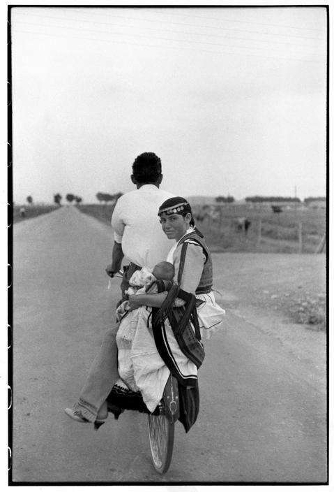 Henri Cartier-Bresson, Karditsa, Grèce, 1961. © Henri Cartier-Bresson/Magnum Photos.