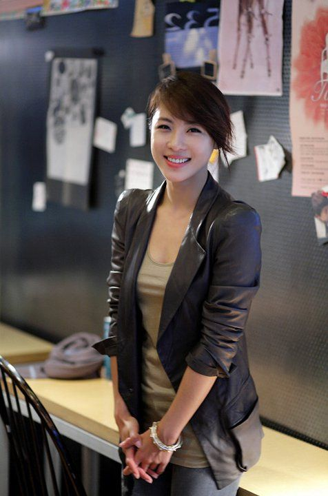 [Photos] Ha Ji-won reveals beautiful straight collarbones