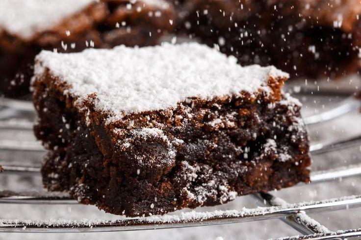 La torta al cioccolato dal cuore morbido è un dolce soffice e cremoso. Una variante della classica torta da colazione. Ecco la ricetta