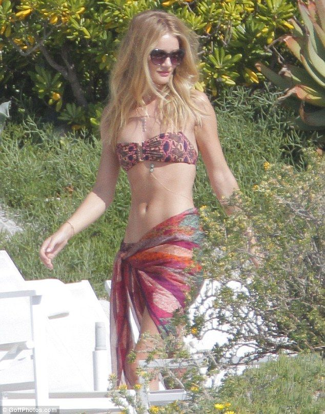 Rosie Huntington-Whiteley paparazzi shot, for those who cry 'photoshop' this is what she really looks like before getting all styled up - she's just that good.