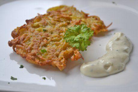 Lecker! Schweizer Rösti bereiten Sie mit diesem einfachen Rezept für Ihre Lieben zu. Die vegetarische Speise schmeckt zart und leicht.
