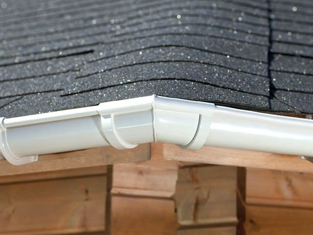 This gutter kit includes six handmade 120° gutter angles.