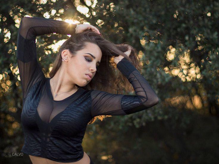 Stunning. Sexy . Feminine #croptop #fashion #hot #sexytop #fallfashion #disco #black Un favorito personal de mi tienda de Etsy https://www.etsy.com/es/listing/533695607/top-mujer-escotado-de-hombros-flor-roja
