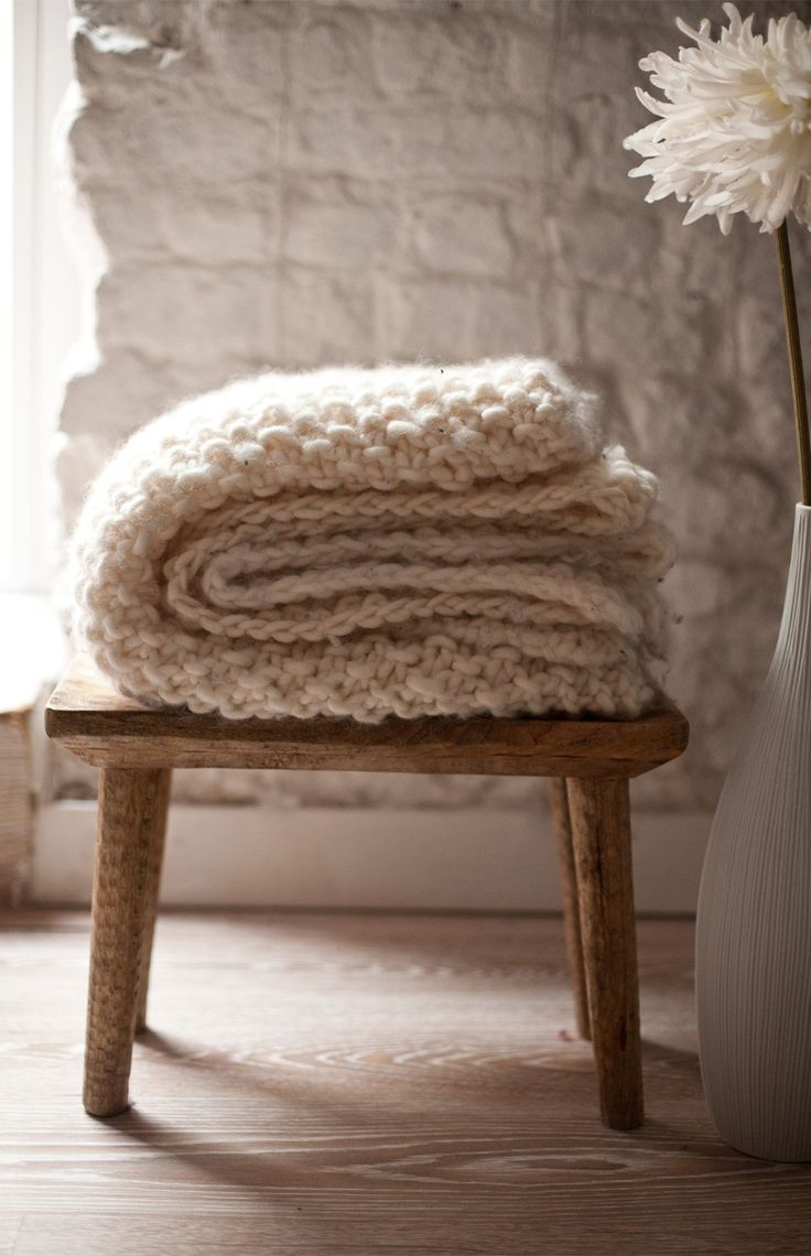 Udon Blanket - Buy Wool, Needles & Yarn Dekoration - Buy Wool, Needles & Yarn Stricksets | WE ARE KNITTERS