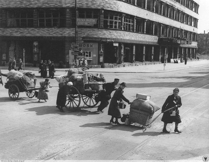1946 Niemcy opuszczają miasto...
