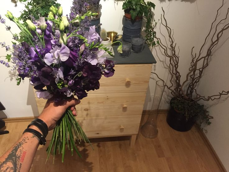 Sweet Pea Lavender and Lysianthus Hand Tied Bouquet - Dual Romania Atelier Dual Romania #atelierdual