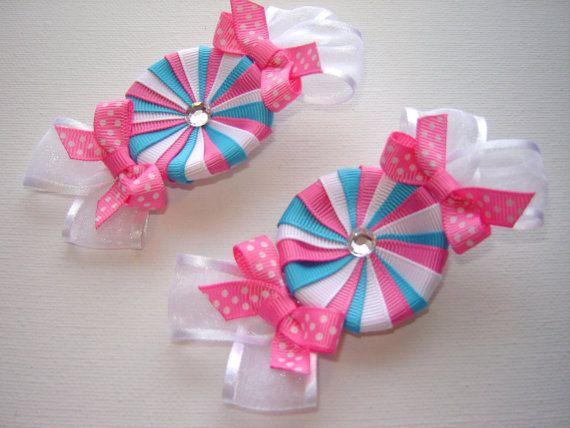 Artículos similares a Caliente chica, niños pequeños, caramelos de menta cinta escultura par en turquesa, rosa y blanco con cintas de punto rosa caliente y gasa en Etsy