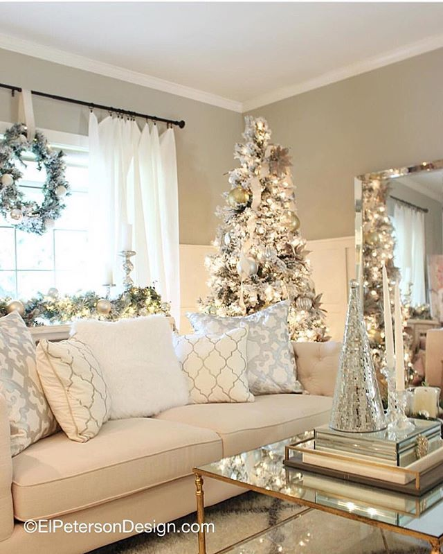 Here's a picture of one of my rooms decorated for Christmas last year! 🎄I'm super excited to change it up a little this year ☺️ Stay tuned my friends, more pictures to come 🤗 I also just received a special delivery from @kingofchristmas I'm SO excited to put my new gorgeous flocked tree up this weekend! Have a wonderful evening loves 😘💕 *Also don't forget to share your #inspiremeMonday pic, especially during this wonderful Holiday season. I love discovering new feeds 💗#throwback…