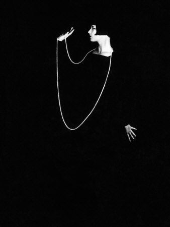 Louise Brooks, 1928.  A postcard version of this hung on my bulletin board or wall for years.  Now I'm inspired to find it and hang it up once again.