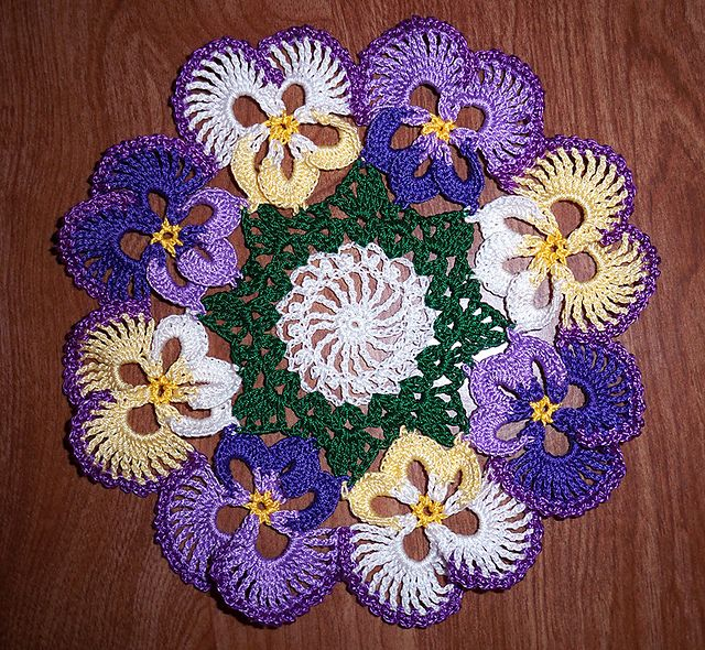 Pansy flower wreath.....beautiful!  Maybe make and use as a trivet/hot plate pad