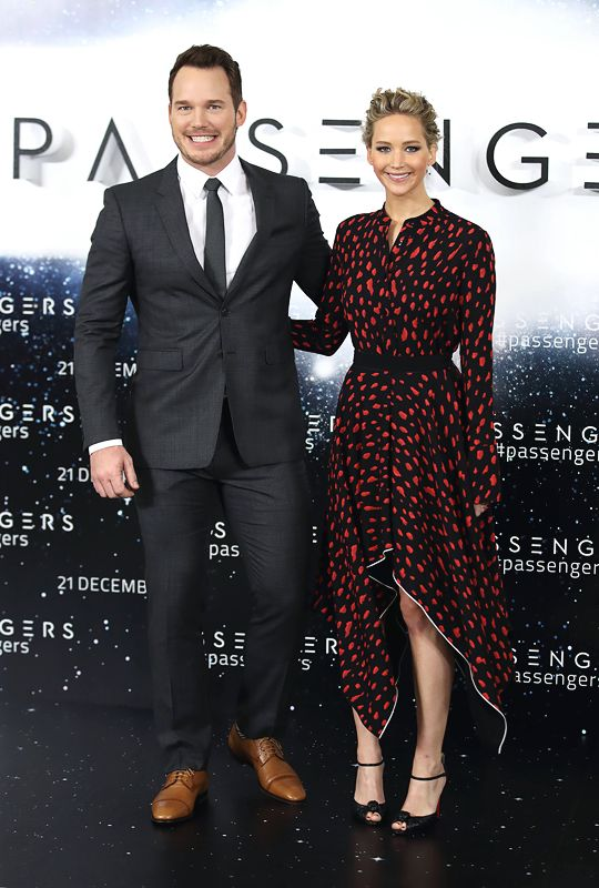 Jennifer Lawrence and Chris Pratt attend a photocall for 'Passengers' at Claridge's Hotel on December 1, 2016 in London, England