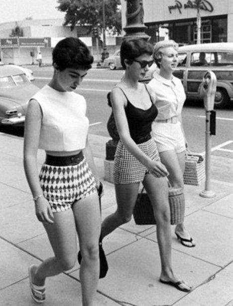 À la Fin des Années 60, Mary Quant lancera le Short 'Hot Pants', qui sera sa Dernière Création de Mode.