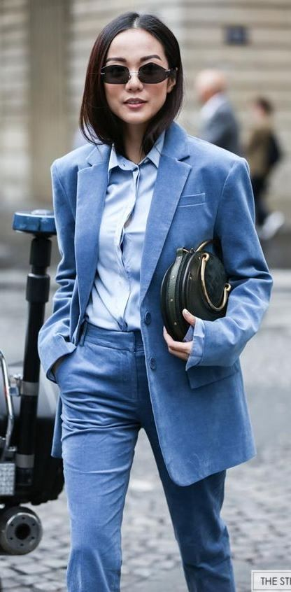 what to wear with a blue suit : shirt and round bag