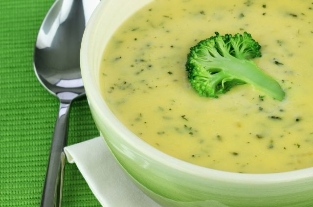 Broccoli & Cauliflower Soup INGREDIENTS: • 1 onion, diced • 1-2 tbsp coconut oil • 2 crowns of broccoli, washed and chopped • 1 head of cauliflower, washed and chopped • 4 cups of low sodium vegetable...
