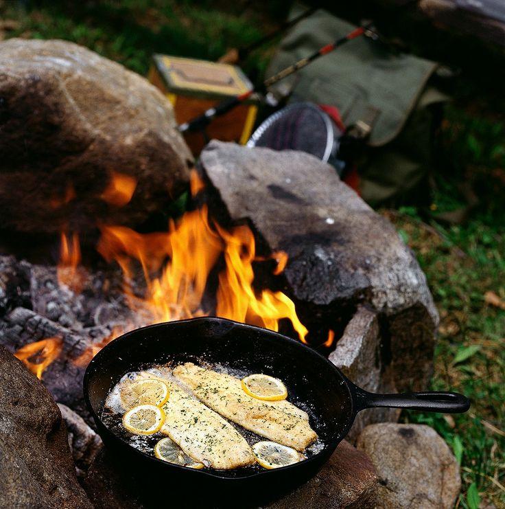 Gebratene Forelle für den Campingurlaub | http://eatsmarter.de/rezepte/gebratene-forelle-3