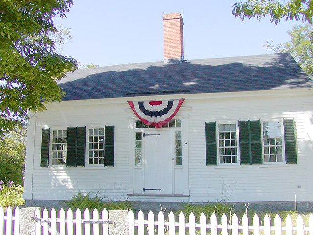 Cape Cod House Pictures: Cape Cod House With Center Chimney