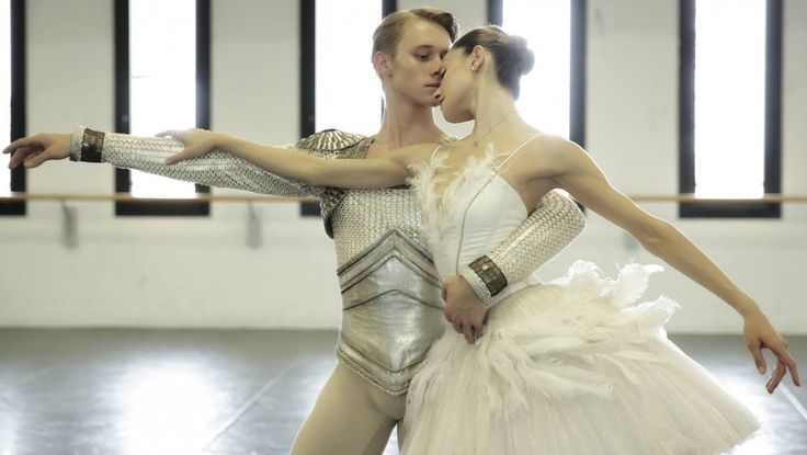 La Scala dancers talk about being in Ratmansky's Swan Lake - Nicoletta Manni and Timofej Andrijashenko rehearse Swan Lake in costume – photo by Brescia and Amisano Teatro alla Scala