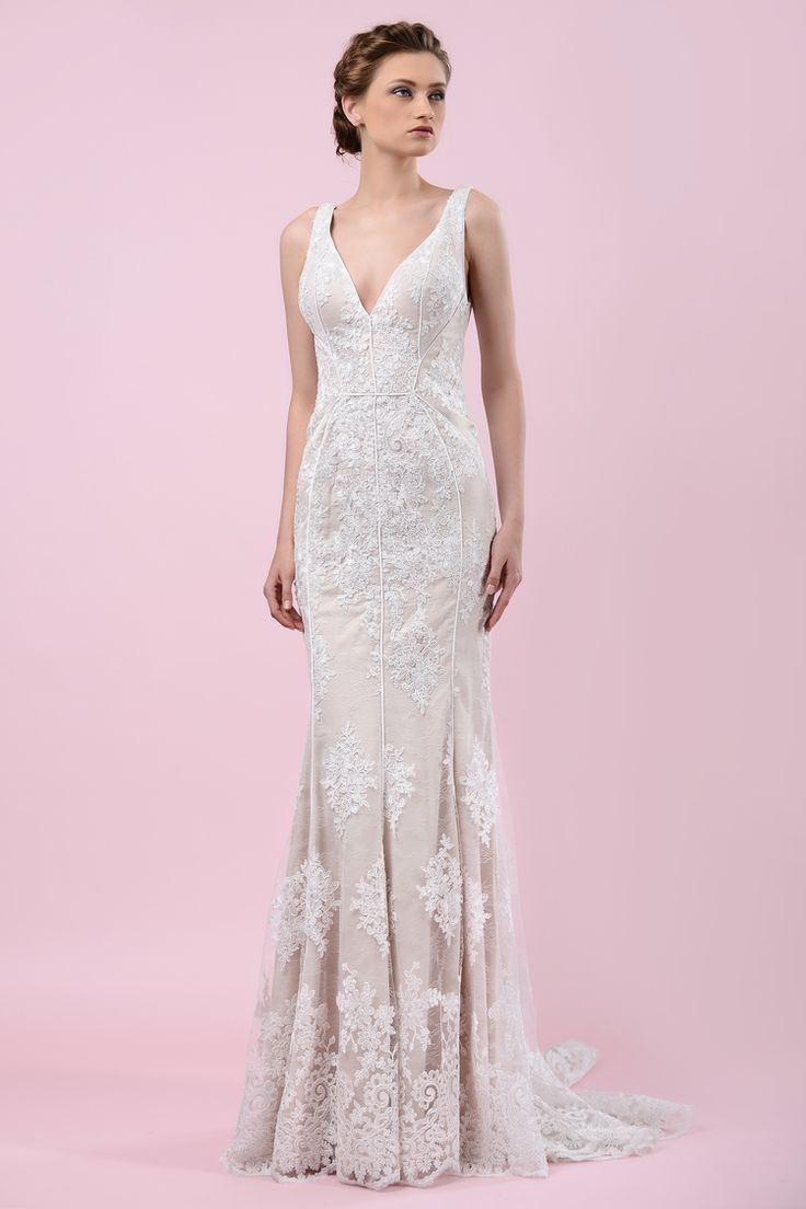 W16 4454 | Available at Pearl Bridal House