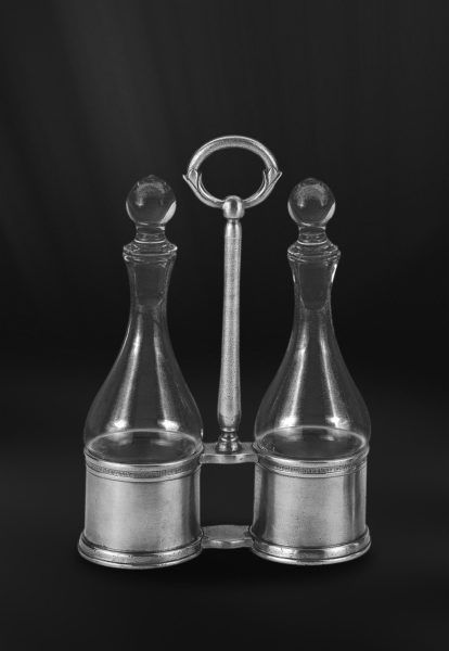 Pewter & Glass Oil & Vinegar Cruet Set - Length: 17 cm (6,7″) - Height: 24 cm (9,4″) - Food Safe Product - #pewter #glass #oil #vinegar #cruet #set #peltro #vetro #oliera #olio #aceto #zinn #glas #menage #Öl #essig #étain #etain #cristal #huilier #vinaigriere #peltre #tinn #олово #оловянный #tableware #dinnerware #table #accessories #decor #design #bottega #peltro #GT #italian #handmade #made #italy #artisans #craftsmanship #craftsman #primitive