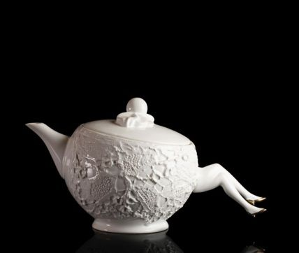blaue blume tea pot. where lady legs are teapot handle & daintily hold tea bag string between them.