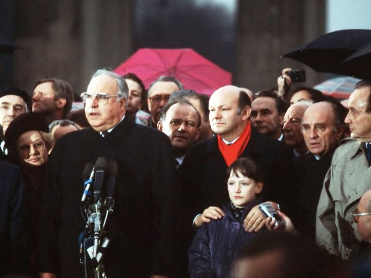 East German Prime Minister Hans Modrow, West German Chancellor Helmut Kohl, and mayor of West Berlin Walter Moper among other figures take part in the official opening of the Brandenburg Gate on 22 December, 1989.
