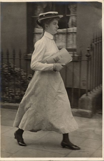 Kensington, London (12 July 1905)   Skirts are surprising short in this first decade of the new century.