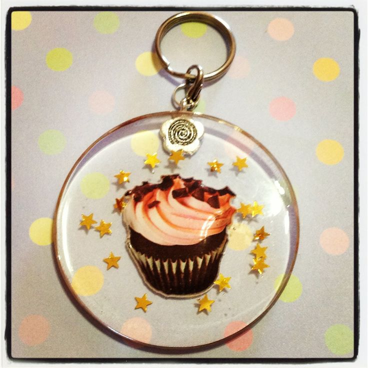 A cookie crumble cupcake resin keychain to hang all your keys from! Little gold stars are also embedded in the resin, and this keychain is approx. 5.5cm in diamater, and 0.5cm thick.  *** Please remember that this is a hand crafted item, and therefore will not always look exactly as pictured as...