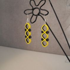 Earrings modern quilling black / yellow