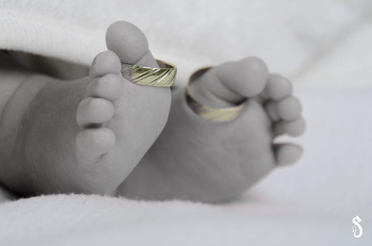 #baby #rings #weddingrings #blessedmariage #newborn #love #feet #blackandwhite #b&w #black #white #portrait #sandraakjespics www.sandraakjespics.weebly.com