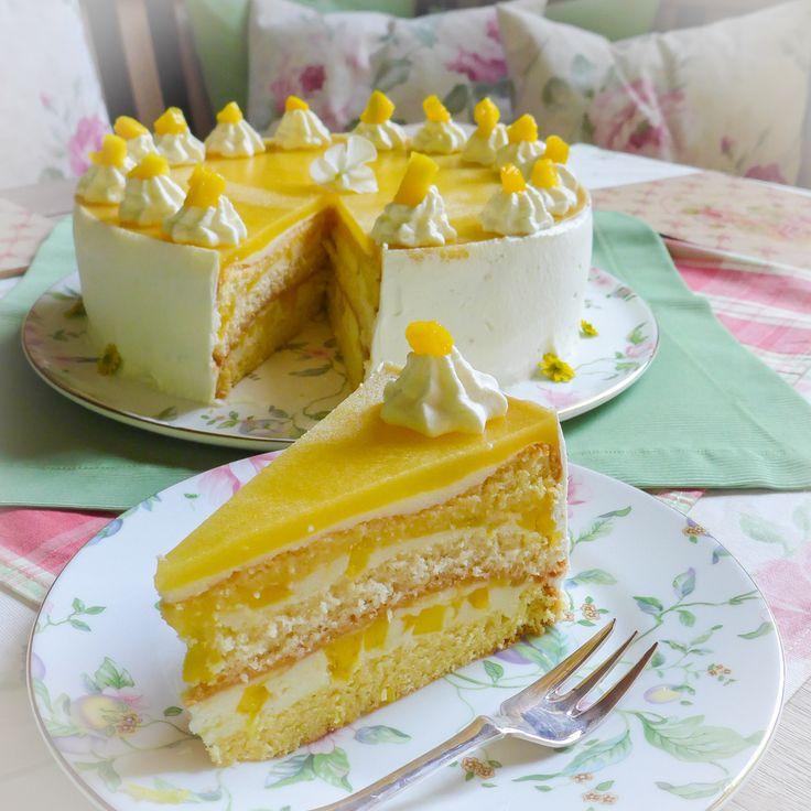 Rezept für eine fruchtige Mango-Sahne-Torte. Sie ist einfach und schnell gemacht und schmeckt schön fruchtig. Die Mango wird eingekocht und mit der Sahne auf dem