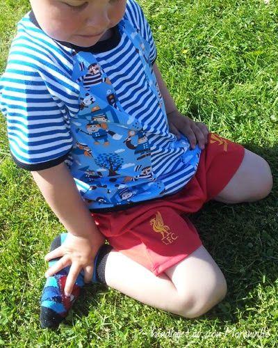 Politi og røver møter striper. Tøff t-skjorte. Kids shirt. Police and stripes from Lillestoff