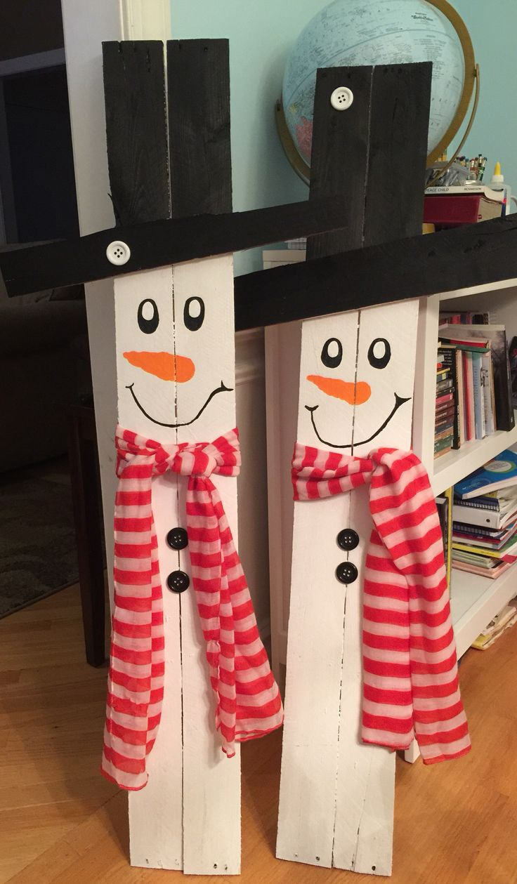 Snowmen made from pallet wood