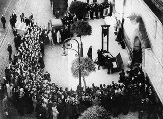 Last public guillotining in France (Eugen Weidmann), an event witnessed by the actor Christopher Lee. 17 June 1939 [1600×1169] : HistoryPorn