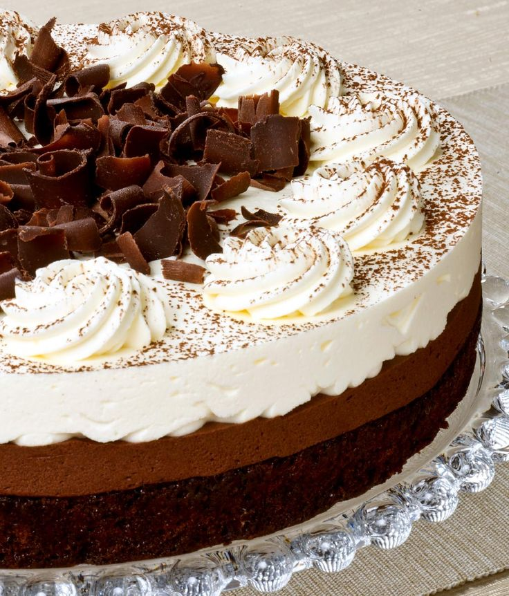 Mississippi Mud Cake: 1 x 24cm Rich chocolate sponge, dark chocolate filling and creme chantilly combine in this classic to make it a firm favourite.
