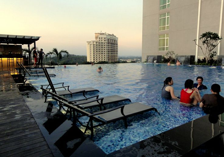 Infinity pool at Hatten Hotel in Malacca.