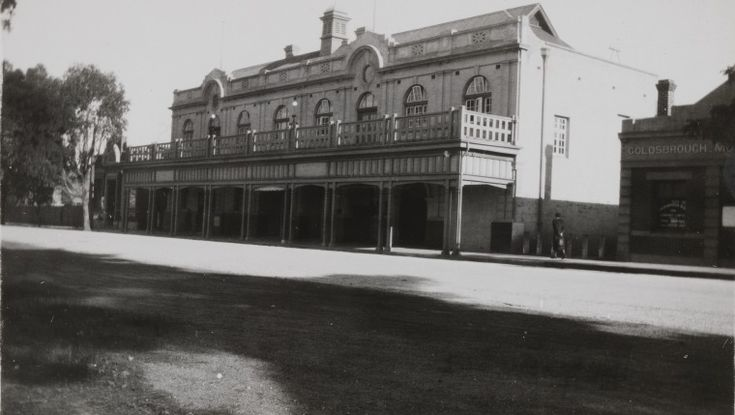 BA2220/16: Katanning Town Hall, ca 1938 http://encore.slwa.wa.gov.au/iii/encore/record/C__Rb3432940?lang=eng