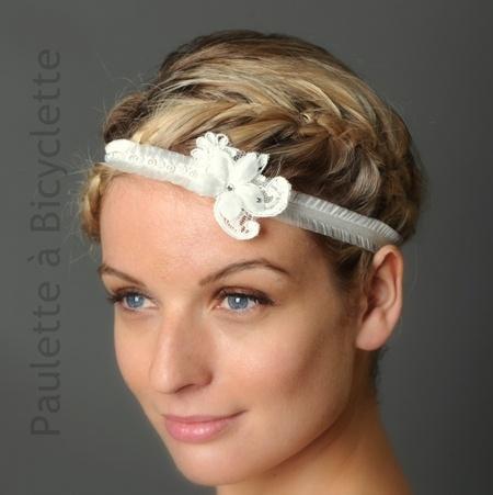 Headband mariage Paulette, galon de froufrou, dentelle, strass et fleur (modèle Marie-Sixtine)  Bridal headband with french lace avec silk flower