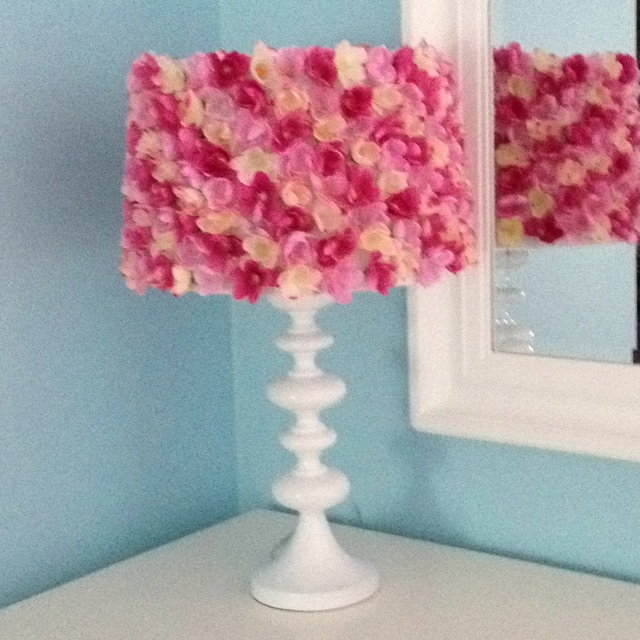 diy silk flower lamp shade diy flowers pinterest. Black Bedroom Furniture Sets. Home Design Ideas