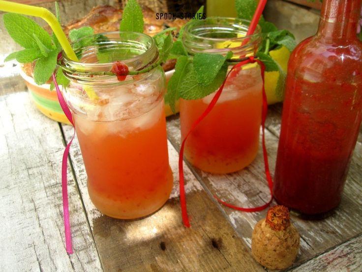 λεμονάδα με σιρόπι φράουλας
