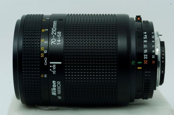 Lensa Nikon AF Nikkor 70-210 mm f/ 4-5.6 macro, Mulus Tajem!!