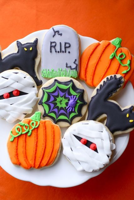 halloween sugar cookies (and recipe for sugar cookie dough and royal icing to try)