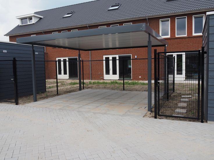 Carports die op maat gemaakt zijn voor een nieuwbouwwijk in Gorinchem.
