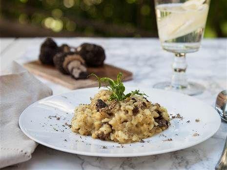Magisk risotto med en underbar smaktrio i form av tryffel, karljohansvamp och parmesan. Ät och njut!