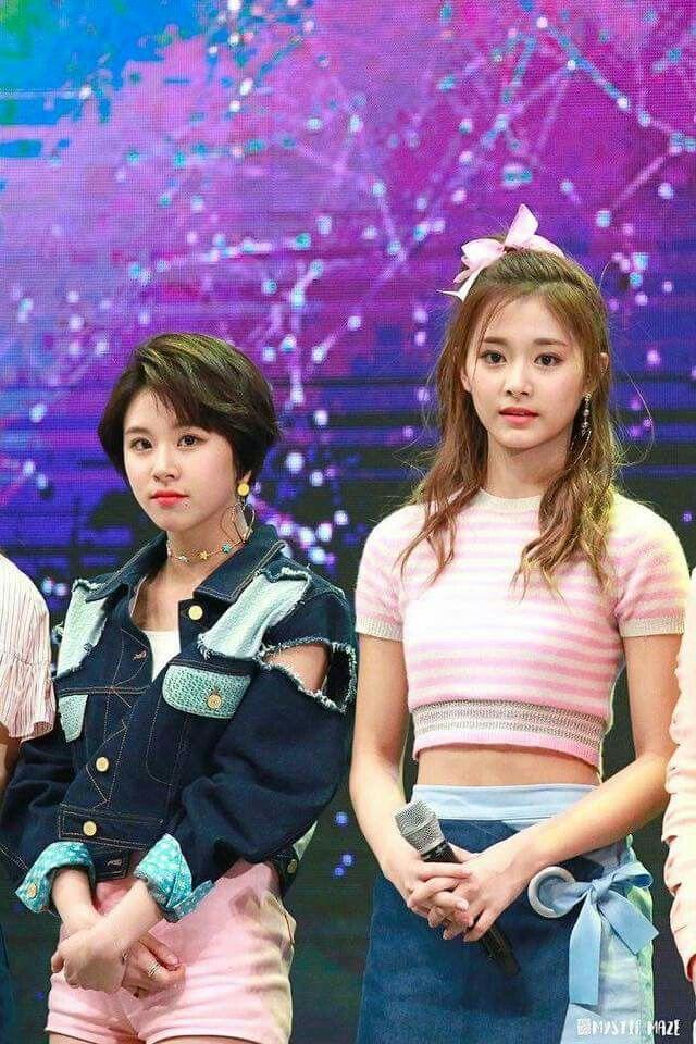 TWICE Chaeyoung and Tzuyu.
