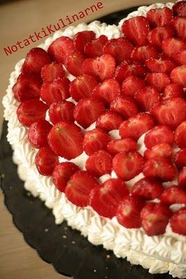 Tort śmietanowo cytrynowy z truskawkami