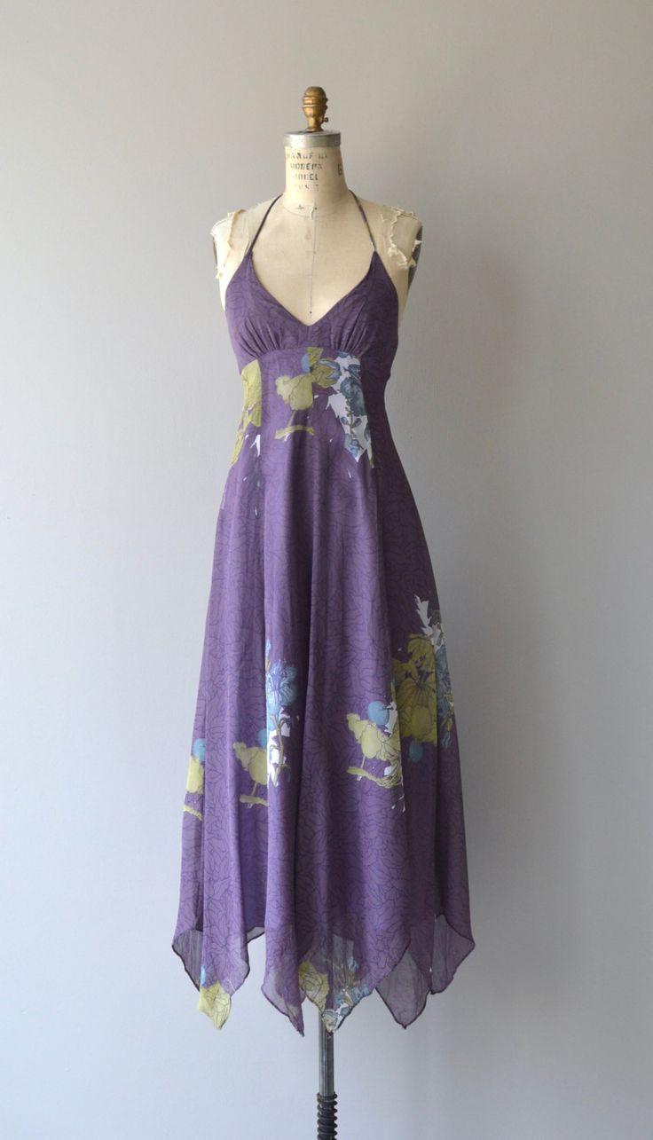 Fantastische jaren 1970 katoen mix maxi jurk met bloemenprint, halster bodice, empire taille, zakdoek zoom, bijpassende sjaal (zie afbeelding gebonden rond de taille) en rug zip sluiting.  ---M E EEN S U R E M E N T S---  past zoals: xs Bust: 31-32 Taille: 25 Hip: gratis lengte: 49 vanaf bovenkant van buste (geen banden) aan hem. merk/maker: Arjon voorwaarde: uitstekend  ✩ layaway is beschikbaar voor dit object  Om ervoor te zorgen een goede pasvorm, lees de formaatgrepen gids: http:&#x...