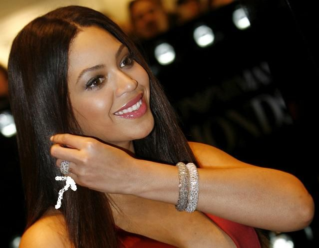 Beyonce Wedding Ring Finger Tattoo Removed