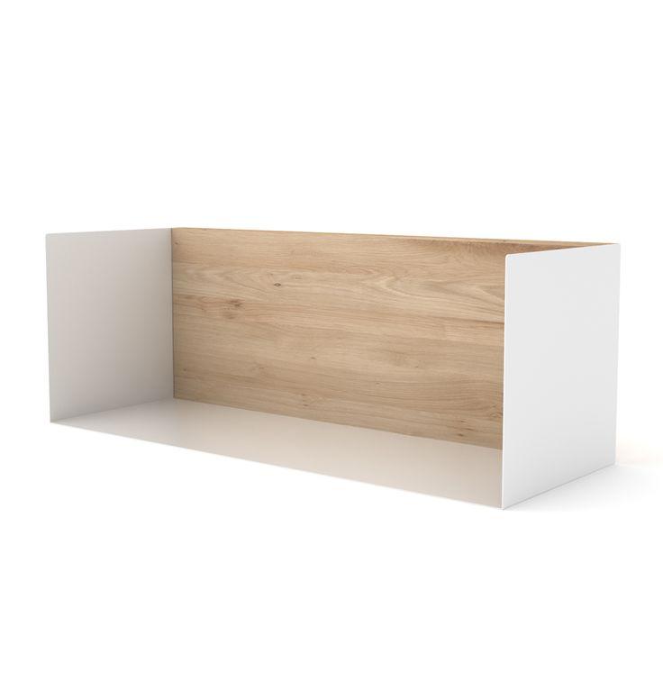 """Design-Regal """"U-Shelf M"""" ist eine wunderschöne Alternative und traditionellen Bücherregalen! Das moderne, schlichte Regal aus Eichenholz und Metall gibt auch Deko Vasen und Bilderrahmen ihren Platz. Toll ist das Regal auch als..."""