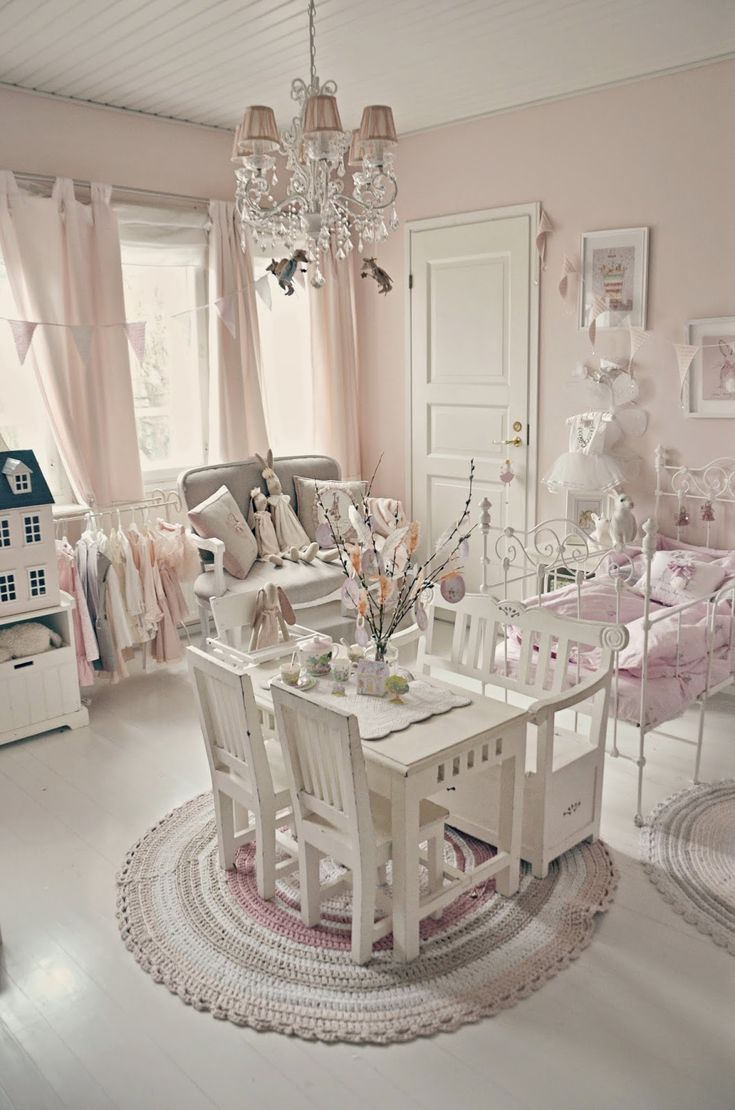love the iron bed! Even tho this is a little girls room, it's inspirational for…