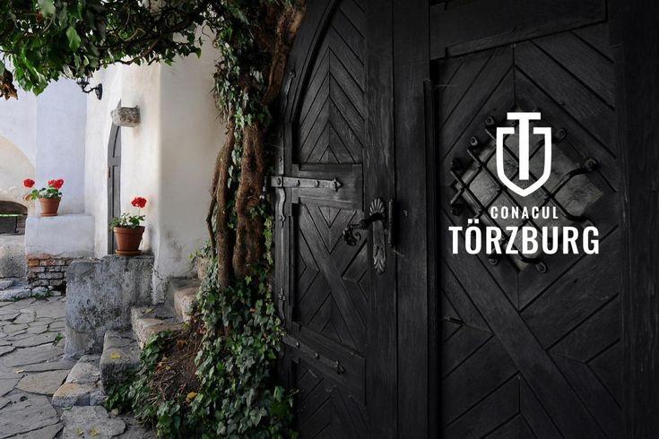 Törzburg - primii pasi: strategie de brand pensiune - identitate vizuala, primele schite. Dupa research, strategie de brand am ajuns la identitate vizuala